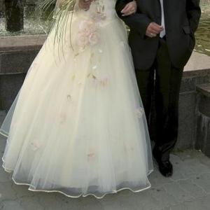 Продается   ексклюзивна сукня кольору «Шампань»
